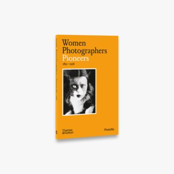 Women Photographers: Pioneers (Photofile)
